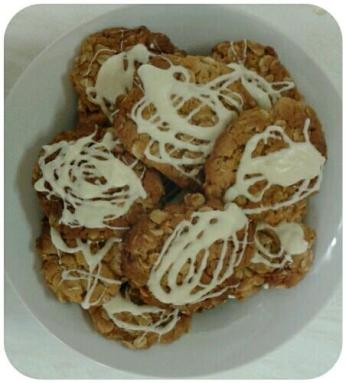 Lou's Oaty White Chocolate Bisuits