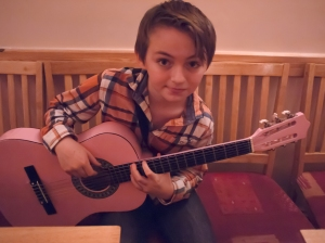 Dexter and the pink guitar