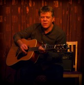 Jim Orwin – Here's Jim playing his exquisite one chord song – and sneaking in a few extra chords.